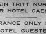Ein Tritt für Gäste