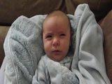 Süßes Baby beim Aufwachen